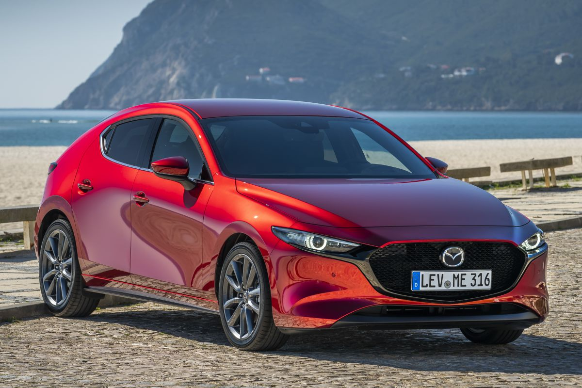 2016 Mazda 3 1.5 Hatchback AT